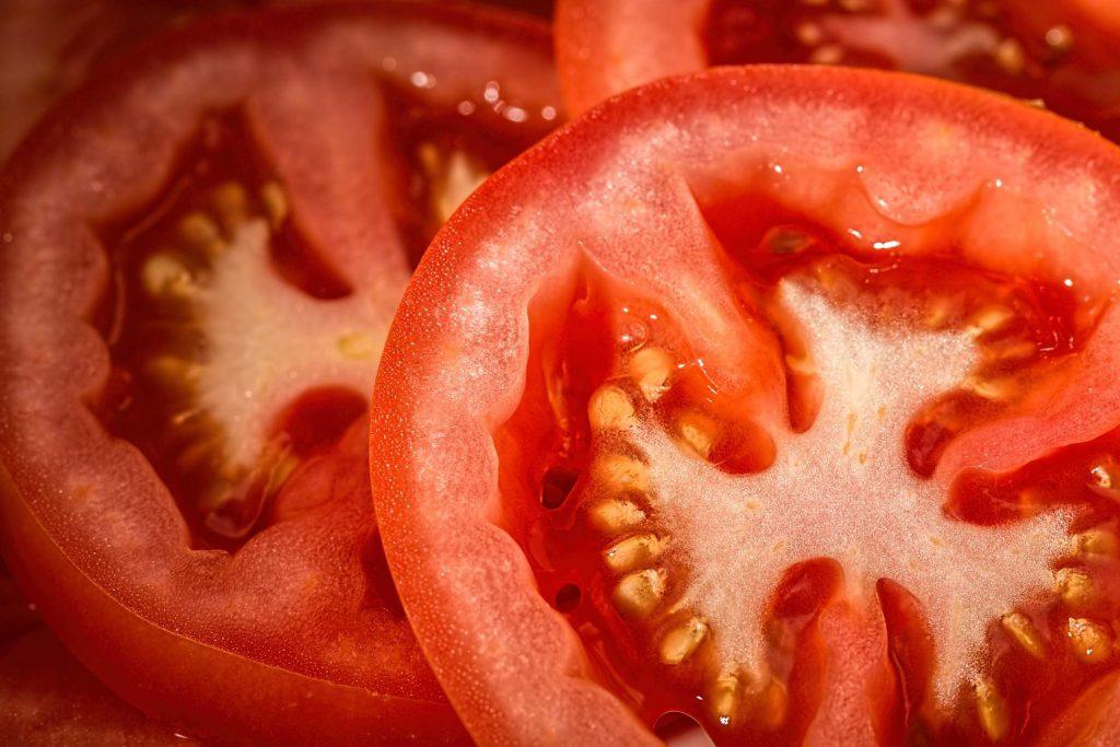 ensalada de tomate y atún con vinagreta