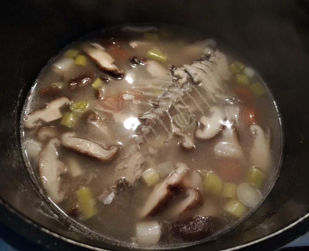 caldo dashide pargo shiitake y alga kombu