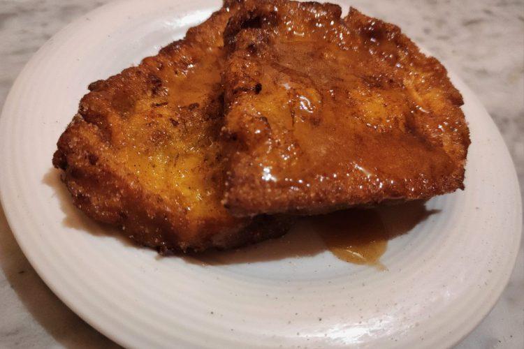 torrijas caseras con almibar de miel y licor